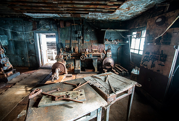 В помещении электростанции на полярной станции «Бухта Тихая» на острове Гукера архипелага Земля Франца-Иосифа.