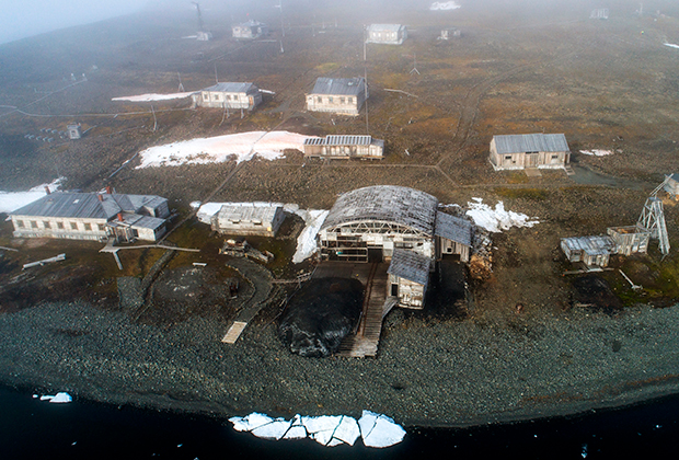 Полярная станция «Бухта Тихая» на острове Гукера архипелага Земля Франца-Иосифа.