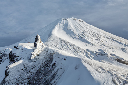 Мужчина вмерз в лед у подножья вулкана на Камчатке
