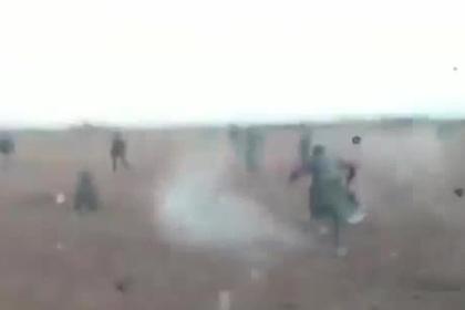Террористы на бронетранспортере передавили сирийских солдат