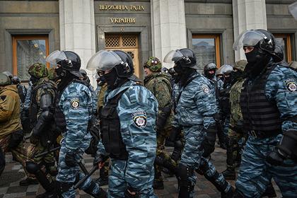 К зданию Верховной Рады Украины согнали тысячи силовиков