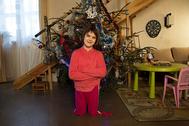13-летняя Василина очень хочет научиться ходить. Есть специальные протезы, которые ей помогут, но стоят они очень дорого