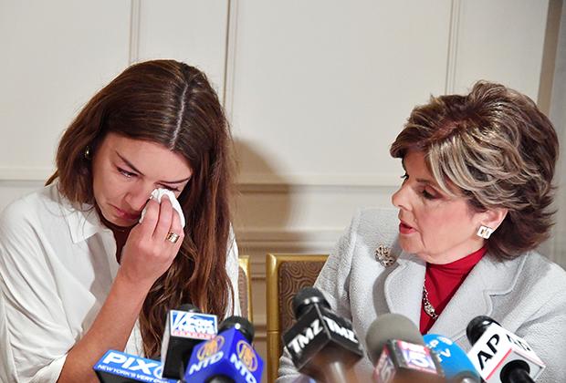 Новая предполагаемая жертва Харви Вайнштейна, Мими Халейи  на пресс-конференции, проведенной адвокатом Глорией Оллред в Lotte New York Palace
