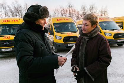Школы четырех районов Мурманской области получили новые автобусы