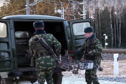 Пограничники отпинали беспилотную тележку контрабандистов