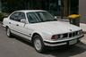BMW 5 в кузове Е34 был востребован у представителей преступного мира, которые еще не добились на криминальном поприще больших высот, но уже шли к успеху. В первой половине 90-х такая новая машина стоила примерно 35-40 тысяч долларов, подержанная — дешевле. Бандиты считали ее обязательными атрибутами глухую тонировку и «красивые» номера. Надежный, простой, неприхотливый и мощный «бумер» в рейтинге бандитских машин 90-х уступал, пожалуй, лишь Mercedes S600, легендарному «шестисотому». Подтверждение этому — съемки BMW 525i в «Бригаде», «Жмурках» и множестве других криминальных фильмов и сериалов.