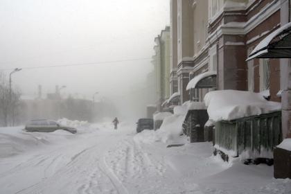 На улице Омска нашли пьяную пятилетнюю девочку без одежды