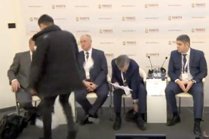 Чубайсу швырнули в лицо листовки на Гайдаровском форуме