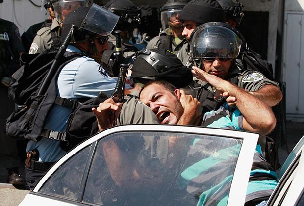 Израильские силовики задерживают палестинских активистов, выступающих против признания Дональдом Трампом Иерусалима столицей Израиля