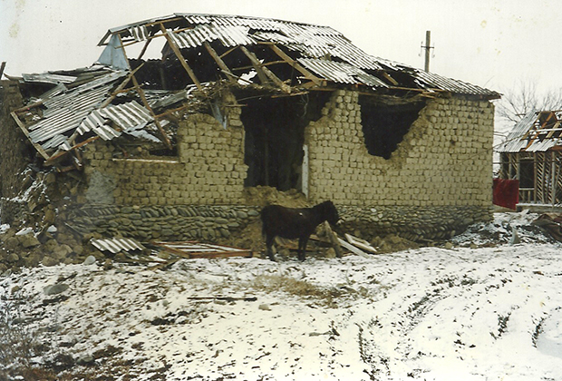 1996. Дагестанское село Первомайское после штурма российскими войсками