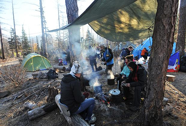 Воспитанники Норильского детско-юношеского клуба туризма совершают восхождение на плато Путорана
