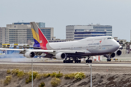 Пассажирка самолета обожглась лапшой и четыре года ждала компенсацию