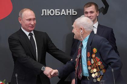 Путин вместе с ветеранами посмотрел фильм «Рубеж»
