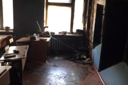 Появилось видео с места нападения подростка с топором на школу в Бурятии