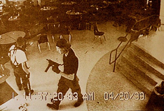 Харрис и Клиболд в кафетерии