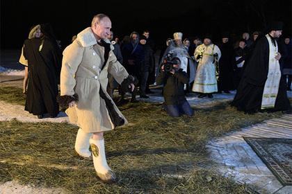Песков объяснил попадание крещенского купания Путина на видео