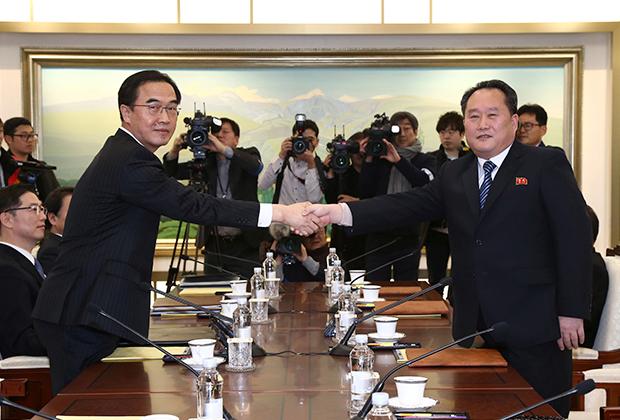 Главы делегаций севера и юга во время заключения договоренностей 9 января 2018-го