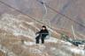 Северокорейский лидер Ким Чен Ын очень любит горнолыжные курорты. Он любит и строить их, и кататься. И грозится новым курортом, созданным в рекордно быстрые сроки, утереть нос Австрии и Швейцарии. На фото вождь катается на подъемнике курорта Масикрен и, видимо, обдумывает участие Северной Кореи в Олимпийских играх 2018 года.
