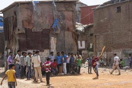 Самолет бомбардировал жителей деревни человеческими фекалиями в Индии