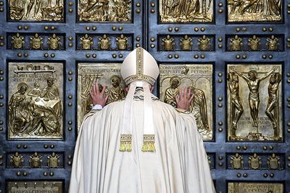 Папа Римский назвал сплетничающих монашек террористками