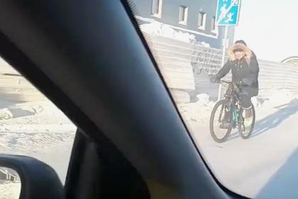 Сибиряк проехался на велосипеде в сорокаградусный мороз и восхитил соцсети