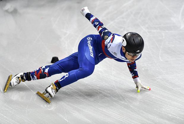 Виктор Ан — шестикратный олимпийский чемпион по шорт-треку. Три золотые медали он завоевал под российским флагом во время Игр в Сочи, еще три — в прошлой жизни, когда он выступал за сборную Южной Кореи. Его отстранили 22 января якобы из-за того, что его имя присутствует в докладе главы комиссии WADA Ричарда Макларена.