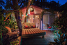 По заверениям владельцев, чтобы снять дом, не придется потрошить сундуки с сокровищами: Airbnb сообщает, что ночь там обойдется всего в 71 доллар.