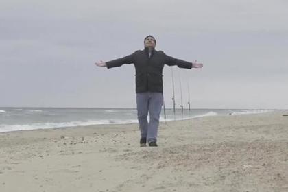 Саакашвили повалялся в песке в трейлере фильма про Украину