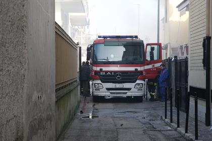 Пожарные освободили застрявшую в диване итальянку