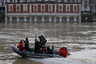 Владельцы моторных лодок пользуются наибольшей популярностью. Жаль, их  вместимость не слишком высока.
