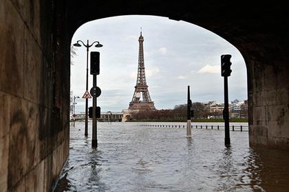 Сена вышла из берегов и затопила Париж