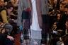 Руководимая грузином Демной Гвасалией самая хайповая модная марка в мире впервые участвовала в Парижской неделе моды. По такому случаю Гвасалия нарядил моделей в «бабушкины» платки и просторные пальто-накидки.