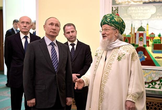 Президент РФ Владимир Путин и председатель Центрального духовного управления мусульман России, Верховный муфтией Талгат Сафа Таджуддин