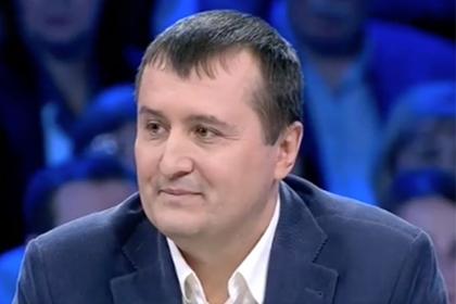 Атакованный телеведущими политолог пообещал разорвать русский паспорт