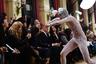 На показе On Aura Tout Vu прозрачная одежда досталась не только женщинам, но и моделям-мужчинам.