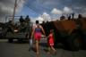 Бразилия — мировой лидер по числу насильственных убийств. В среднем за год в стране расправляются с 60 тысячами человек — это почти столько же, сколько в Индии и Мексике, занимающих второе и третье место, вместе взятых. Или примерно в четыре раза больше, чем в России.  Подобная ситуация сохраняется уже несколько лет: рост числа убийств произошел в середине 2000-х, в значительной степени за счет преступлений в двух крупнейших городах — Сан-Паулу и Рио-де-Жанейро.