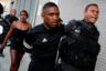 Рио-де-Жанейро известен высоким уровнем преступности, поэтому с 2008 года в нем проводилась политика «умиротворения» фавел для подготовки города к ЧМ 2014 года и Олимпиаде 2016-го. Она заключалась в постоянном присутствии в этих районах подразделений миротворческой полиции (UPP). Систему должна была подкрепить и социальная часть: предполагались значительные инвестиции в здравоохранение, образование, инфраструктуру.  Политика принесла реальные плоды: продажа наркотиков в фавелах не прекратилась, но вооруженных противостояний между группировками стало меньше. Однако серьезной проблемой стал отказ властей выделять финансирование на социальную часть плана.