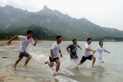 Северная Корея построит пляжный курорт рядом с действующим военным полигоном