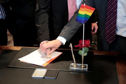 МВД завело дело против заключивших однополый брак мужчин
