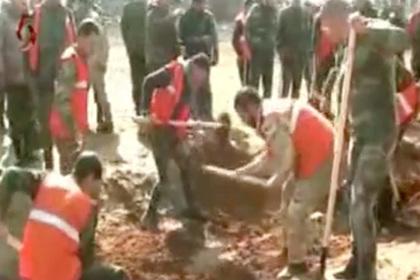 Возле Абу Духура нашли десятки тел казненных сирийских солдат