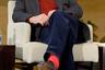 """Пристрастие 83-летнего телеведущего к <a href=""""https://lenta.ru/video/2016/10/17/pozner_ctil/"""" target=""""_blank"""">красным носкам</a> общеизвестно — с темно-синим вельветом они смотрятся особенно эффектно."""