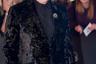 Мало кто умеет носить пиджак с такой элегантностью, как легендарный британский певец сэр Томас Джонс Вудворд. И хотя в свои 77 он вынужден опираться на трость, сын шахтера из Уэльса, ставший британским аристократом, сохранил знаменитую улыбку сердцееда.