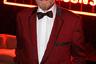 Патриарх американского кинематографа празднует в этом году 88-й день рождения, но по-прежнему поражает ковбойской выправкой и умением носить смокинг — даже экстравагантный красный, как у поп-звезд 1960-х из группы The Four Seasons.