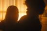 Редкий представитель постапокалиптического жанра, который больше интересуется не обстоятельствами конца света, а психологией тех, кому в нем удастся выжить, фильм Рида Морано обходится всего двумя актерами — но зато какими! Питер Динклейдж играет последнего, как ему самому кажется, человека на земле — вполне привыкшего к вечному одиночеству, но обреченного сюжетом на потрясение: однажды в его пустынный мир из ниоткуда заявляется, намереваясь остаться, нахальная девица в исполнении Эль Фэннинг.