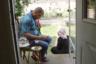 Тема глобальных последствий сирийского конфликта, которую поднимает и «Наш новый президент», и «Отцы и дети», и несколько других, оставшихся без наград, документальных картин программы «Сандэнса», оказывается ключевой и во взявшей приз зрительских симпатий в своей секции ленте Александры Шивы «Это дом». Шива наблюдает за жизнью четырех семей сирийских беженцев, которые поселились в Балтиморе и получили от властей на то, чтобы устроиться на новом месте и найти работу, жалкие в таких обстоятельствах восемь месяцев.
