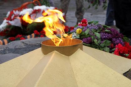 Одноклассник рассказал о плевавших в Вечный огонь школьницах