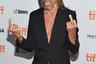 70-летний герой рок-н-ролла на концертах по-прежнему демонстрирует накачанный торс, но на светских мероприятиях, вроде премьеры фильма о самом себе «Gimme Danger. История Игги и The Stooges», прикрывает его стильным пиджаком.