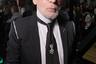 Креативный директор дома Chanel в год своего 85-летия решил отпустить бороду — и она ему идет. Правда, ходят слухи, что сразу после Парижской недели Haute Couture он ее сбрил.