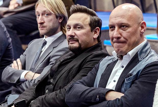 Олимпийский чемпион по фигурному катанию Евгений Плющенко, певцы Стас Михайлов и Денис Майданов во время встречи.