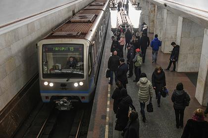 Поезд заклинило в московском метро